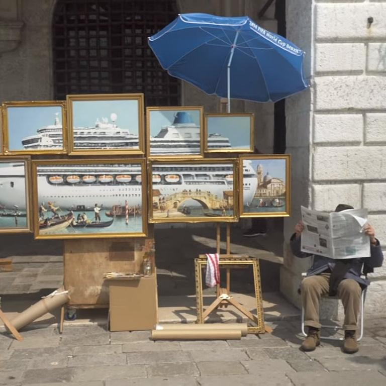 Elzavarták a Szent Márk térről a festményeit áruló Banksy-t